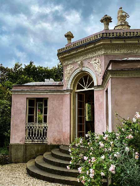 Il Casino di Flora nel parco della villa Durazzo Pallavicini per un weekend in liguria