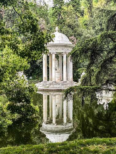tempietto di Diana, nel parco della villa Durazzo Pallavicini per un weekend in liguria